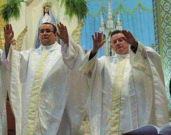 Padres Edélcio e Ademar serão transferidos em 2019