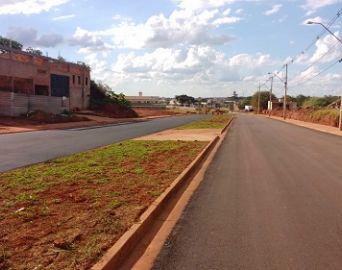 Pavimentação da Avenida Santa Bárbara está quase concluída