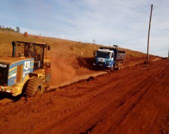 Prefeitura promove intervenção em vicinal que será asfaltada