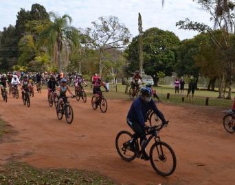 """Pedalada Ecológica reúne mais de 130 ciclistas no Horto """"Neto Guazzelli"""""""