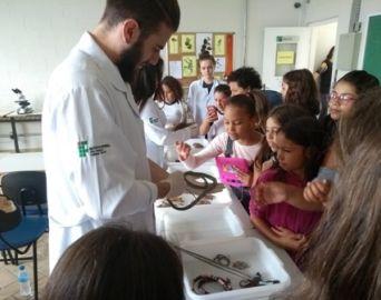 Alunos participam do Projeto Pequenos Cientistas no IFSP