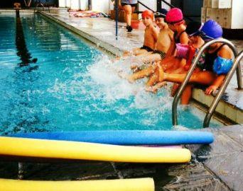 Piscina Municipal oferece vagas de natação e hidroginástica