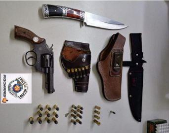 Homem é detido por violência doméstica e posse ilegal de arma de fogo