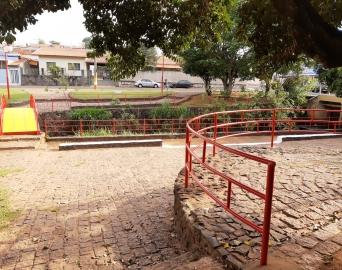 Prefeitura de Avaré revitaliza pintura da Praça Brasil-Japão
