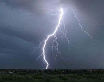 Alerta de Verão: saiba como se proteger de raios e tempestades