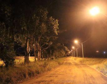 Secretaria de Serviços implanta iluminação pública em novos trechos