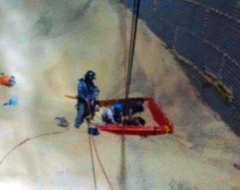 Trabalhadores são resgatados com vida após ficarem soterrados em silo