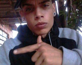 Adolescente é morto a facadas por causa de um pé de maconha