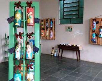 Centro Cultural expõe arte feita em telhas