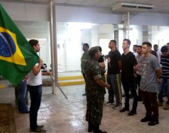 Jovens firmam compromisso com o Serviço Militar