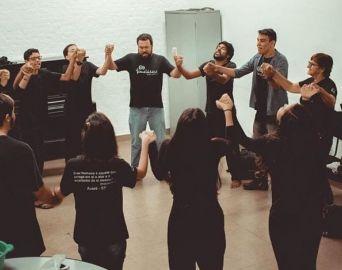 Secretaria firma parceria com Grupo Tomaládácá de Teatro