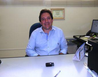 Empresário eleito vereador mais votado recebe cidadania