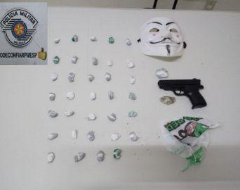 Jovens são presos com 36 porções de maconha na Rua Romeu Bretas