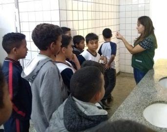 Secretaria promove ação de uso racional da água na escola Carlos Papa