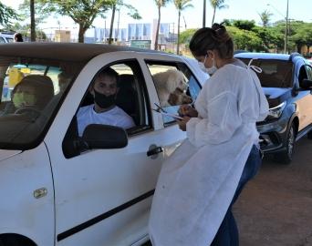 Vacinação em idosos com idades de 85 a 89 anos será retomada na quarta-feira