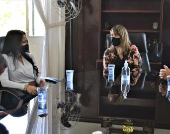 Vice-prefeita Bruna Silvestre recepciona deputada estadual Letícia Aguiar
