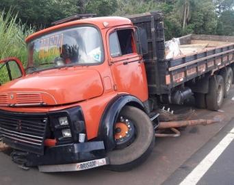 Passageiro morre após ser arremessado de caminhão em Itaí