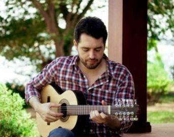 Wilson Teixeira ensina tocar viola em 30 dias